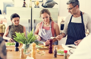 5 Lesser-known Benefits of Group Cooking Classes